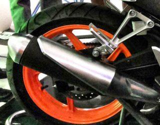 Honda CB150R tahun 2015 Pake Velg Lebar
