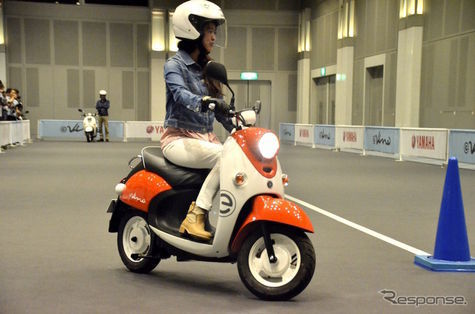 Yamaha Hadirkan Motor Skutik Elektrik, E-Vino 2015