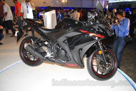 Yamaha R3 Black Lightning