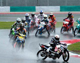 balapan saat hujan