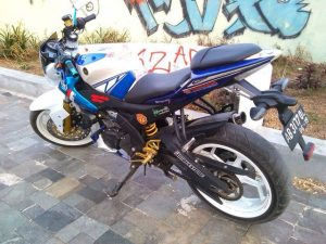 Ini Gan Contoh Modifikasi Yamaha R15 Naked