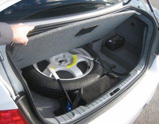 Ban Cadangan Adalah Salah Satu Perlengkapan Wajib Mobil