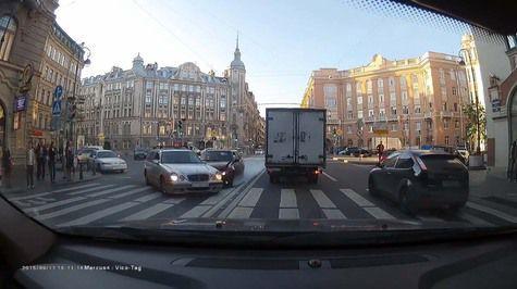 Inilah Akibat Putar Balik Mobil di Persimpangan