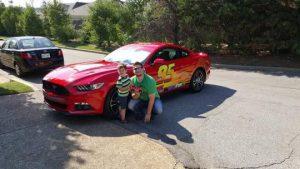 Saking Cinta Pada Anaknya Seorang Ayah Modif Mustang Jadi Lightning McQueen