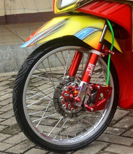 Modifikasi Honda Vario Kaki-kaki Minimalis dan Airbrush Mencolok 4