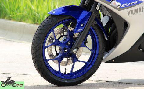 Yamaha R25 Biru Silver ABS 3