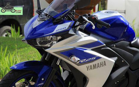 Yamaha R25 Biru Silver ABS 4