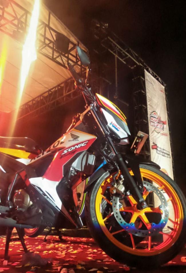 Foto Tampilan Honda Sonic 150R Livery Repsol Edition 2