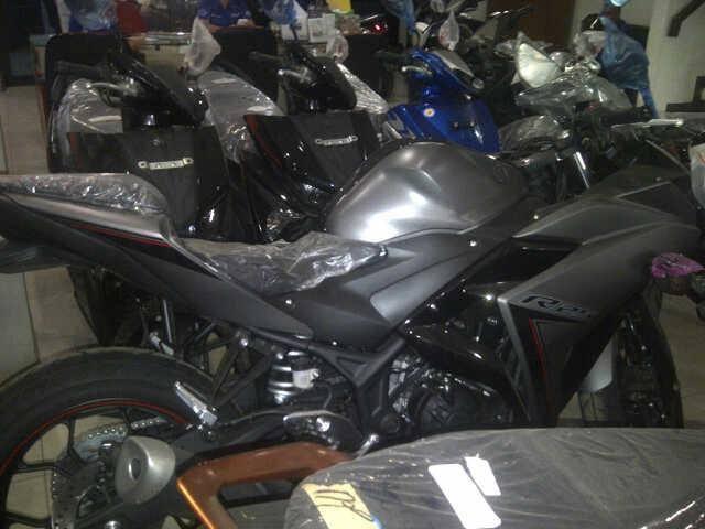 Yamaha R25 abs warna baru 2016 di dealer wonogiri 1