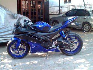 Yamaha R15 Modifikasi Warna, Striping, dan Kondom Tangki Ala R6