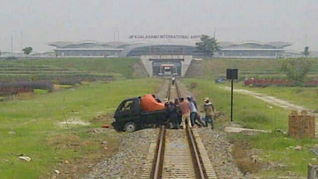 Alasan Kenapa Mesin Mobil Mati Ketika di Tengah rel Kereta Api